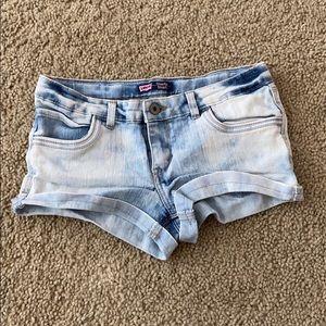 Light wash denim Levi's shorts